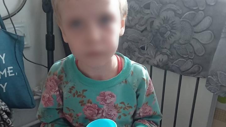 В Новошахтинске мать держала на привязи и морила голодом семилетнюю дочь