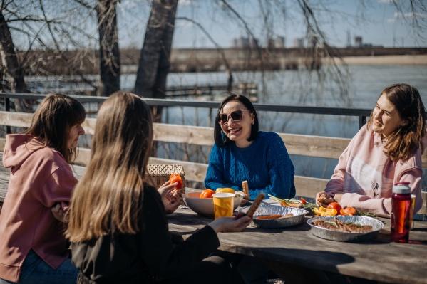 Как только потеплело, новосибирцы отправились на пикник
