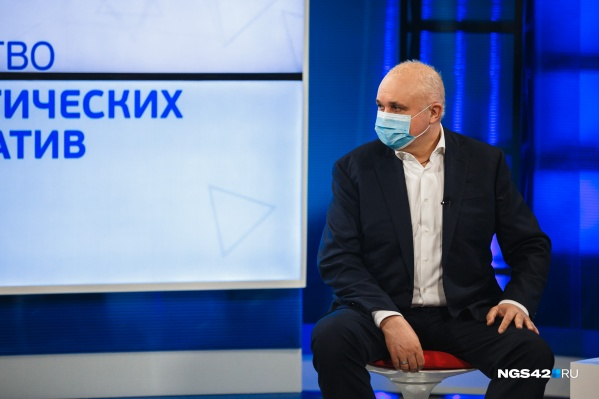По словам губернатора региона, властям приходится тратить бюджетные средства на борьбу с последствиями коронавируса. А можно просто привиться