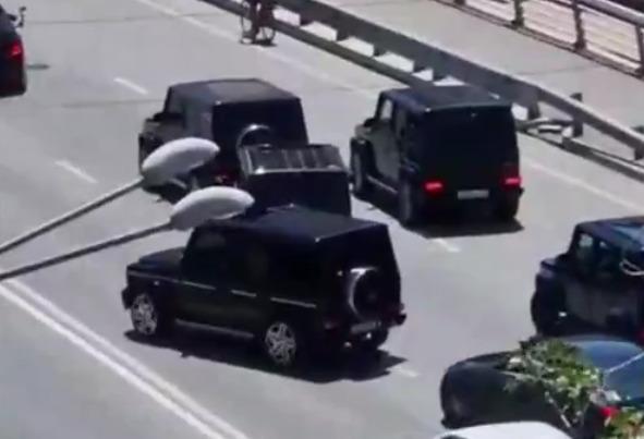 В Ростове семь «Гелендвагенов» перекрыли Ворошиловский мост. Водителей наказали