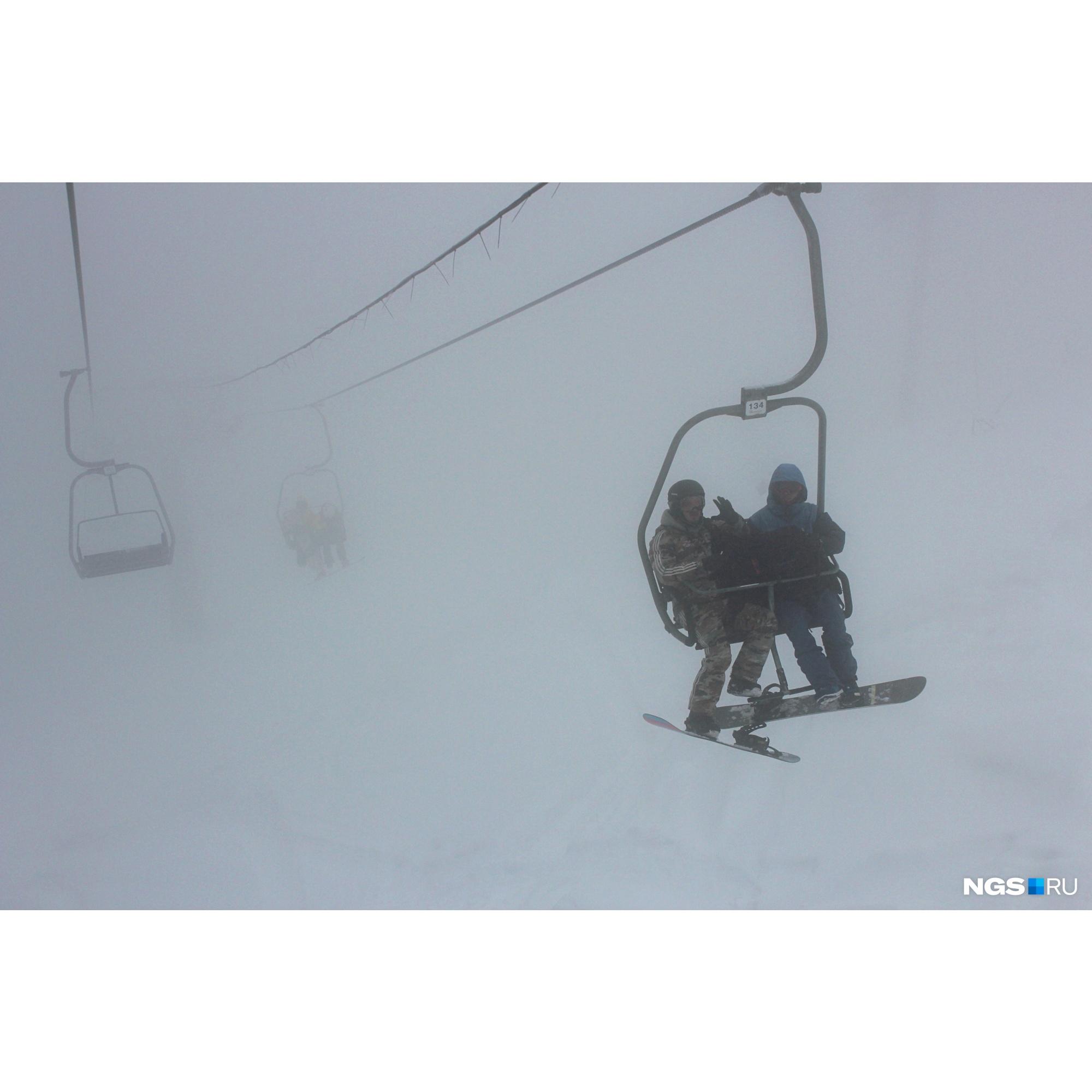 Начав подниматься при ясном небе, на последнем этапе можно попасть в густое облако тумана