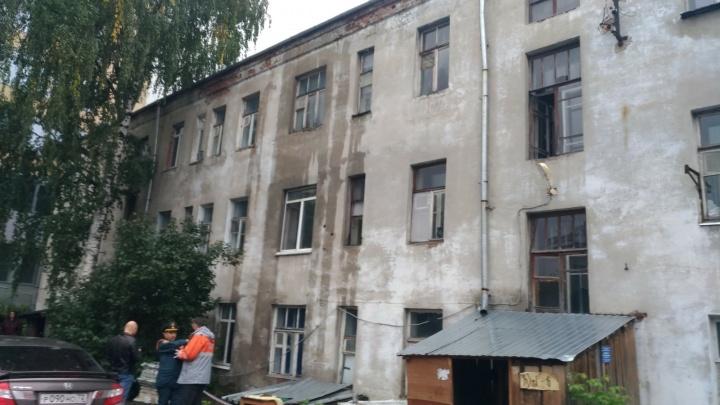 Дом на Орджоникидзе, где из-за коммунального ЧП затопило квартиры, признали зоной вероятной ЧС