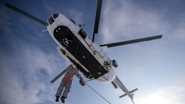 Как в Новосибирской области готовятся к сезону горящих лесов? 11 впечатляющих снимков с вертолетом и десантом