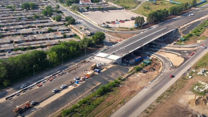 Строители Самарского (Фрунзенского) моста заасфальтировали развязку на Пугачевском тракте