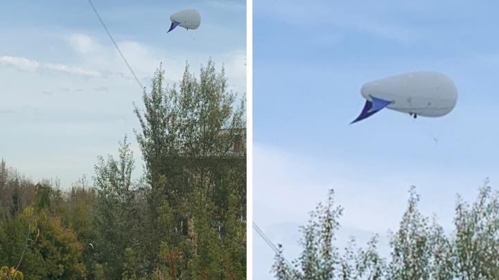 Что за дирижабль летал на Красноярском все выборы? Выясняем у силовиков и мэрии