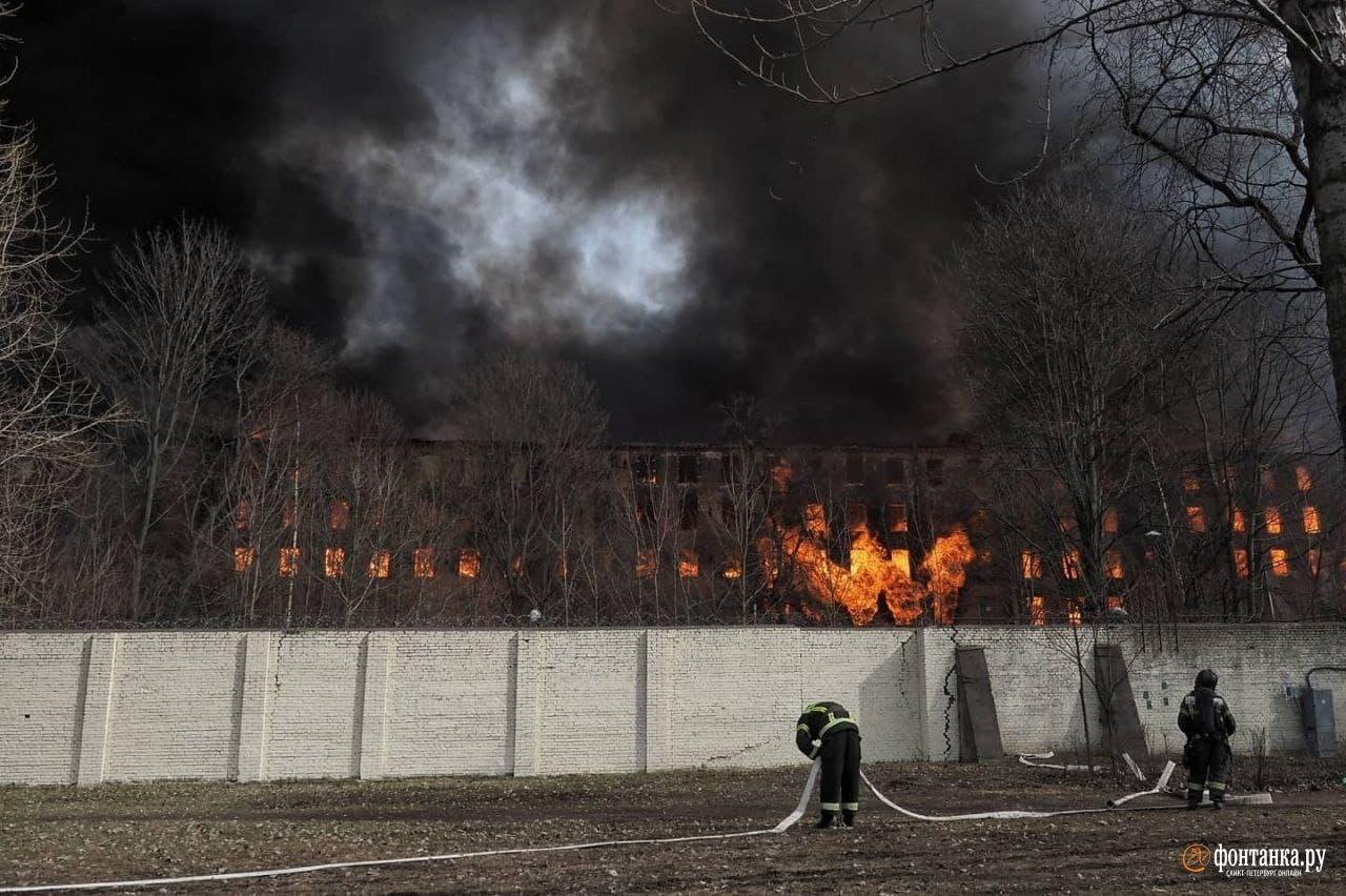 Пожар в здании«Невской мануфактуры» 12 апреля