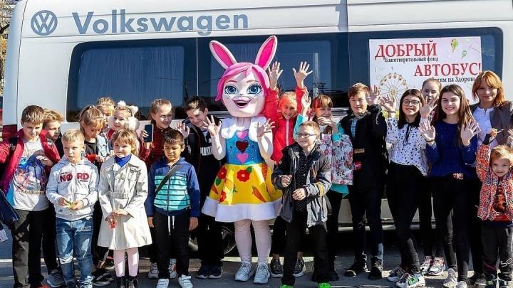 Дарить добро: по Волгограду проедет автобус для сбора помощи детям с онкологией