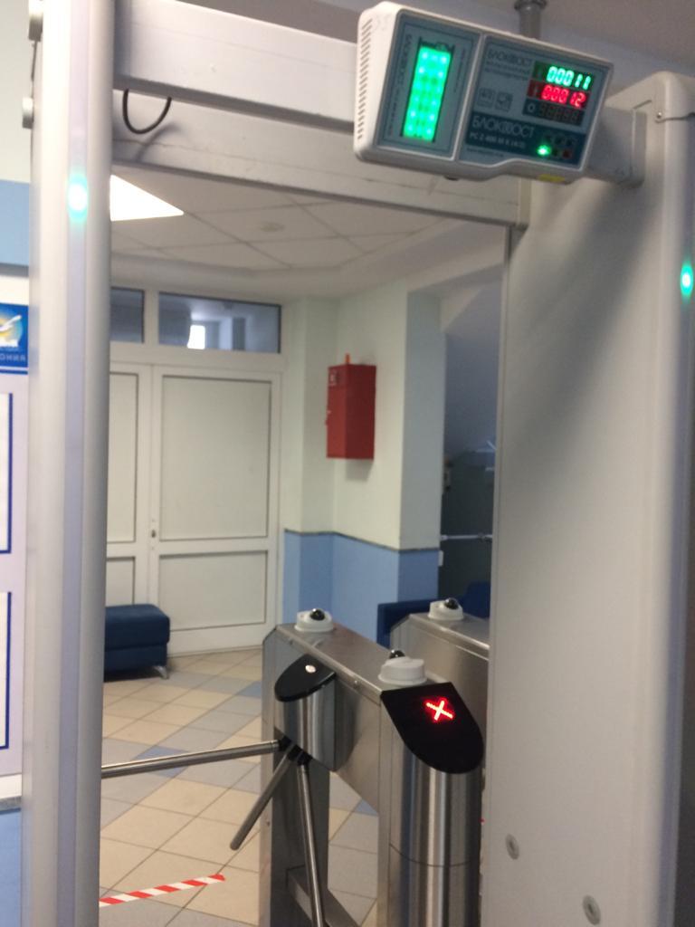 Новая система измеряет температуру людей на входе