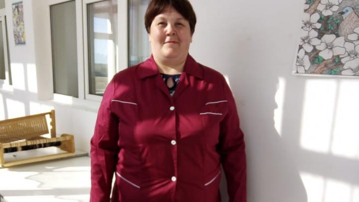 В Башкирии сотрудницу больницы оставили без денег за работу с COVID-пациентом, потому что она не носит белый халат