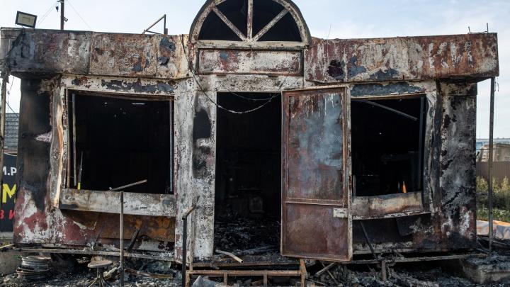 Разбитые окна балконов и руины АЗС: 15 пугающих кадров с последствиями взрыва на Гусинобродском шоссе