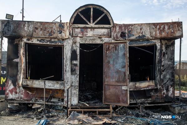 Предварительной причиной пожара на АЗС называют незаземление газовоза при сливе топлива
