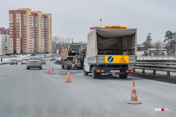 Водителей просят быть внимательнее при проезде путепровода