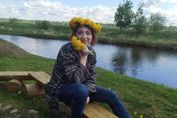 Алина Селищева выглядит веселой и позитивной, но совсем недавно она пережила ужасное — нападение бывшего мужчины