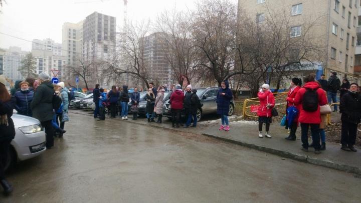 Все, кроме одного: в Екатеринбурге эвакуировали шесть судов из-за сообщений о бомбе