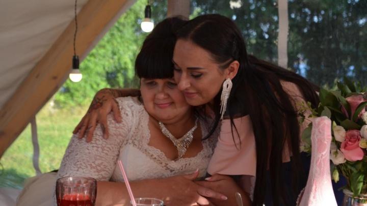Екатеринбурженка заявила, что пара, которой она помогла сбежать из интерната для инвалидов, оставила ее с долгами