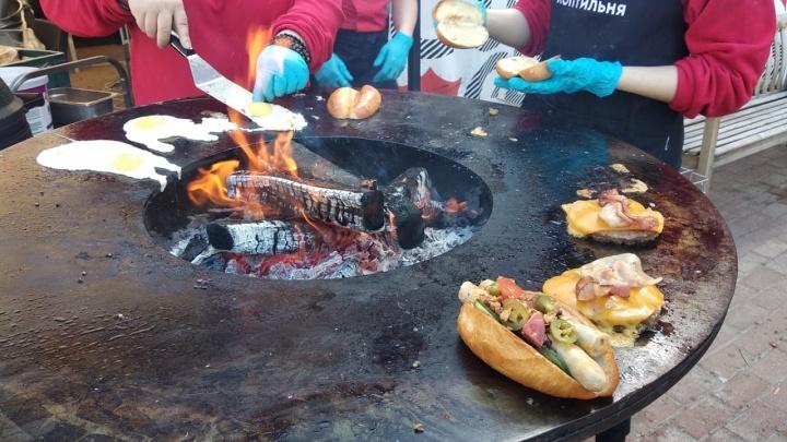 В Академгородке начался фестиваль местного пива и еды