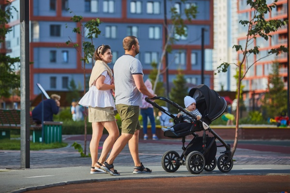 По территории «Ясного берега» обожают гулять жители всей семьей