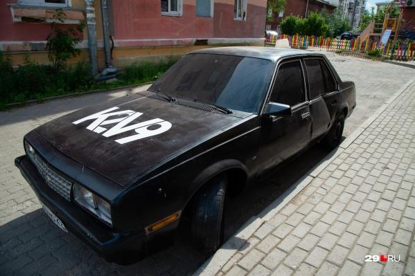 По уведомлению от Ломоносовского округа владелец должен убрать автомобиль до конца июля