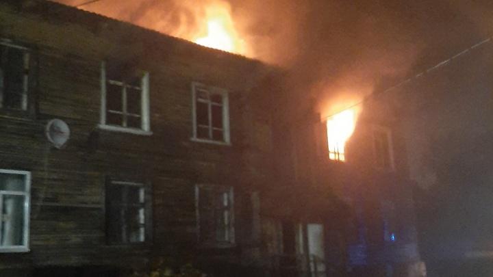 «Помогали местные ребята»: ночью на Кегострове горела коммунальная квартира — есть погибший