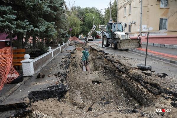 """Коммунальщикам предстоит заменить <nobr class=""""_"""">300 метров</nobr> трубы"""