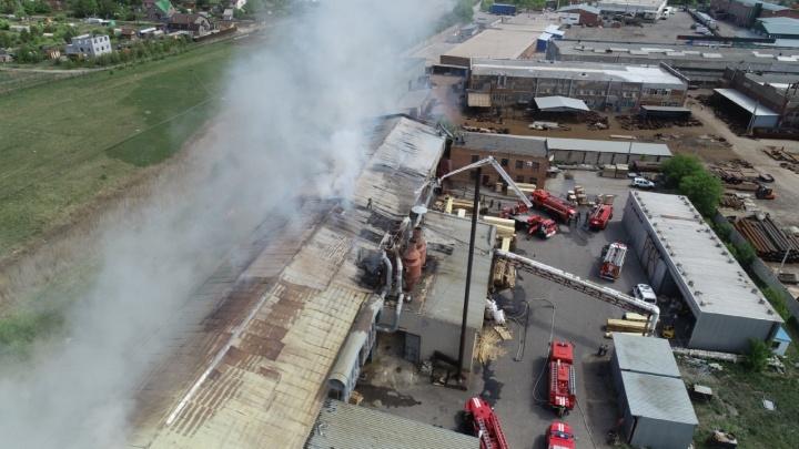 Спасателя, пострадавшего на пожаре в Старом Кировске, перевели в общую палату