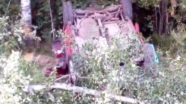Отправил детей в больницу: на трассе в Ярославской области перевернулась «Тойота-Рав 4»