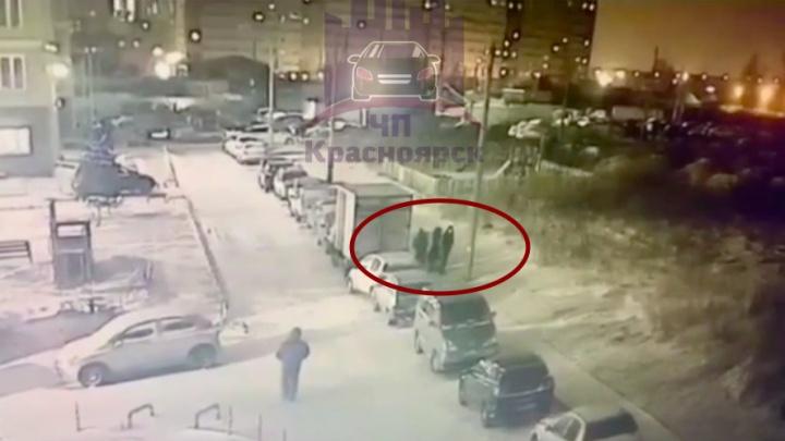 На Норильской утром в пятницу избили и обокрали женщину