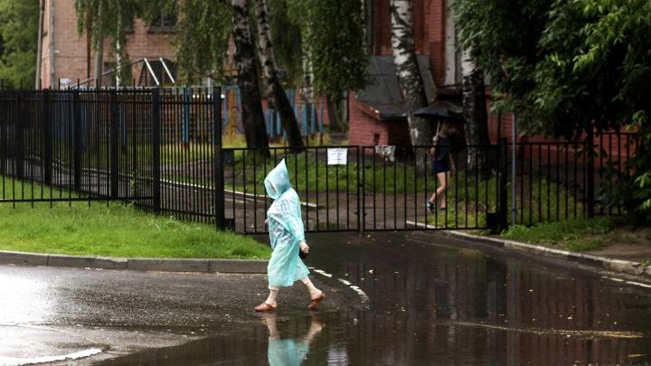 Ливень и град: МЧС выпустило экстренное предупреждение