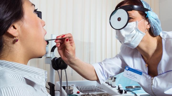 Откуда берется ком в горле: врач-фониатр назвала причины проблем с гортанью