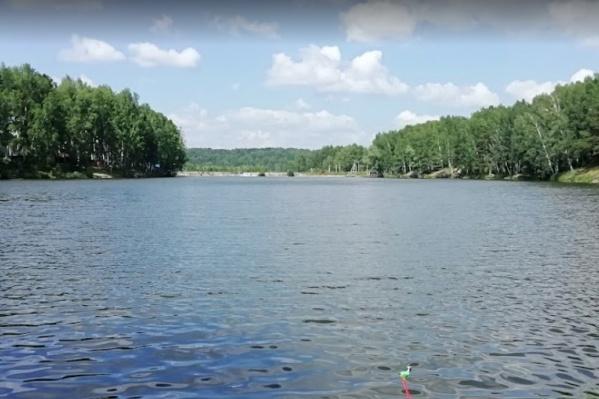 На озере Каинка часто отдыхают местные жители
