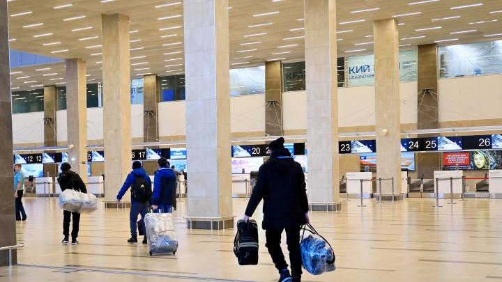 Пассажирка рейса Москва — Красноярск покурила на борту. Ей выписали штраф в 500 рублей