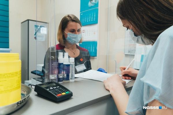 Анализ крови на антитела к коронавирусу не входит в бесплатные медицинские услуги по полису ОМС