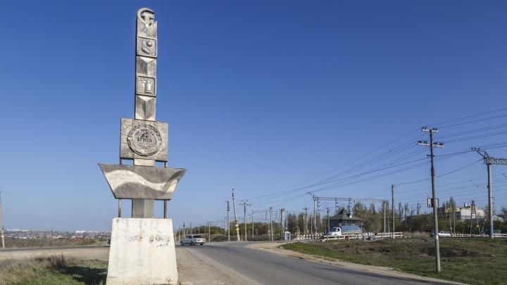 Оказалась опасна для движения: в Волгограде сносят символику СССР