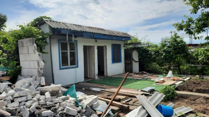 Власти Сочи рассказали историю дома, из-за которого мужчина застрелил приставов