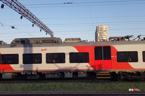 Из Ростова ходят обычные поезда и «Ласточки». На последних добираться куда быстрее