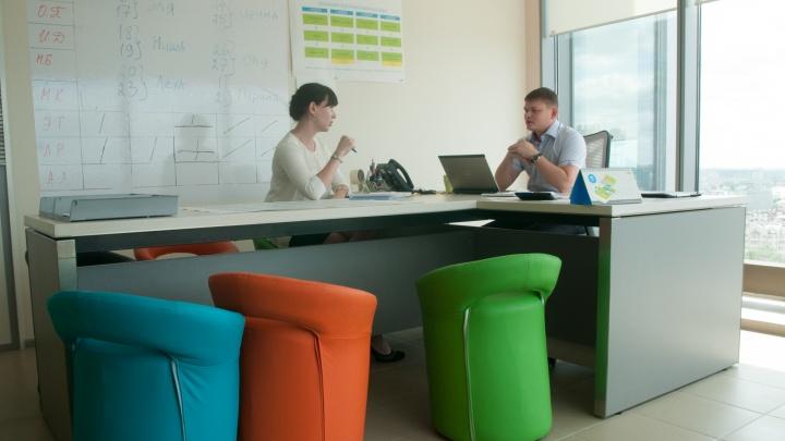 Уральцы ненавидят, когда на работе нужно «отфидбечить» и «засинкаться»