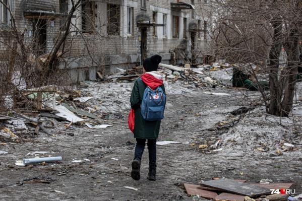 """Школьников аварийный дом на Потёмкина, 43 тянет, как магнит: уходит одна <nobr class=""""_"""">компания —</nobr> тут же приходит другая"""