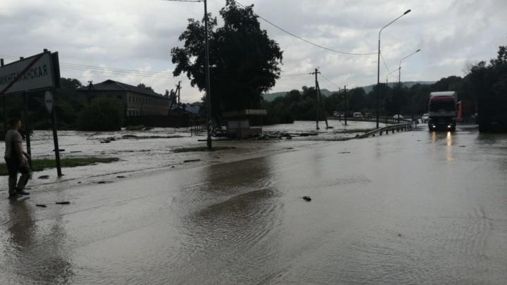 В Крымском районе локально ввели режим ЧС и включили сирены, река вышла из берегов