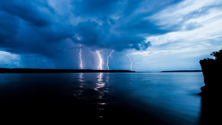 МЧС предупреждает о сильном ветре и грозе в Пермском крае