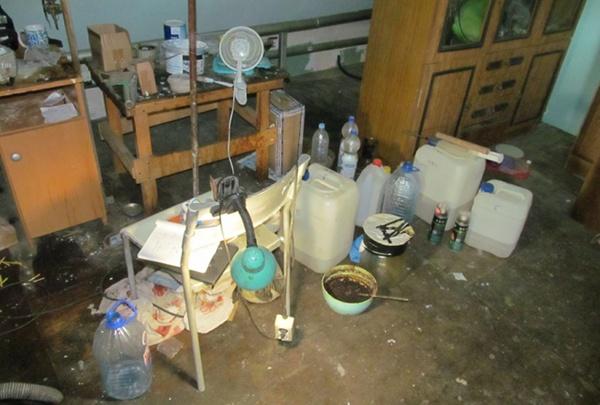 Полиция накрыла подпольную нарколабораторию в Екатеринбурге. Горожанин создал ее в своей квартире