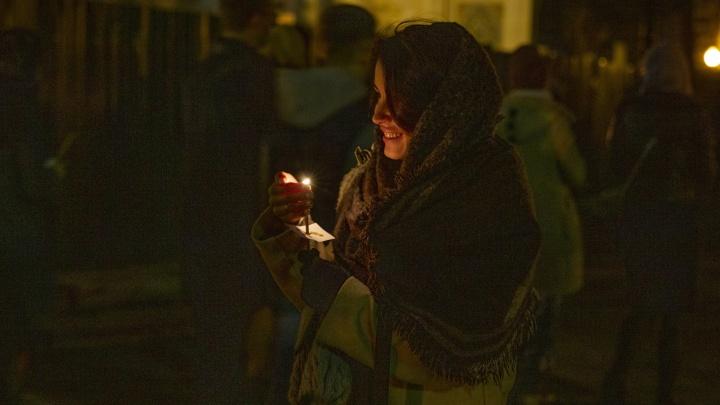 Лица и лики: как прошла ночная пасхальная служба в Ярославле. Фото Саши Савельевой