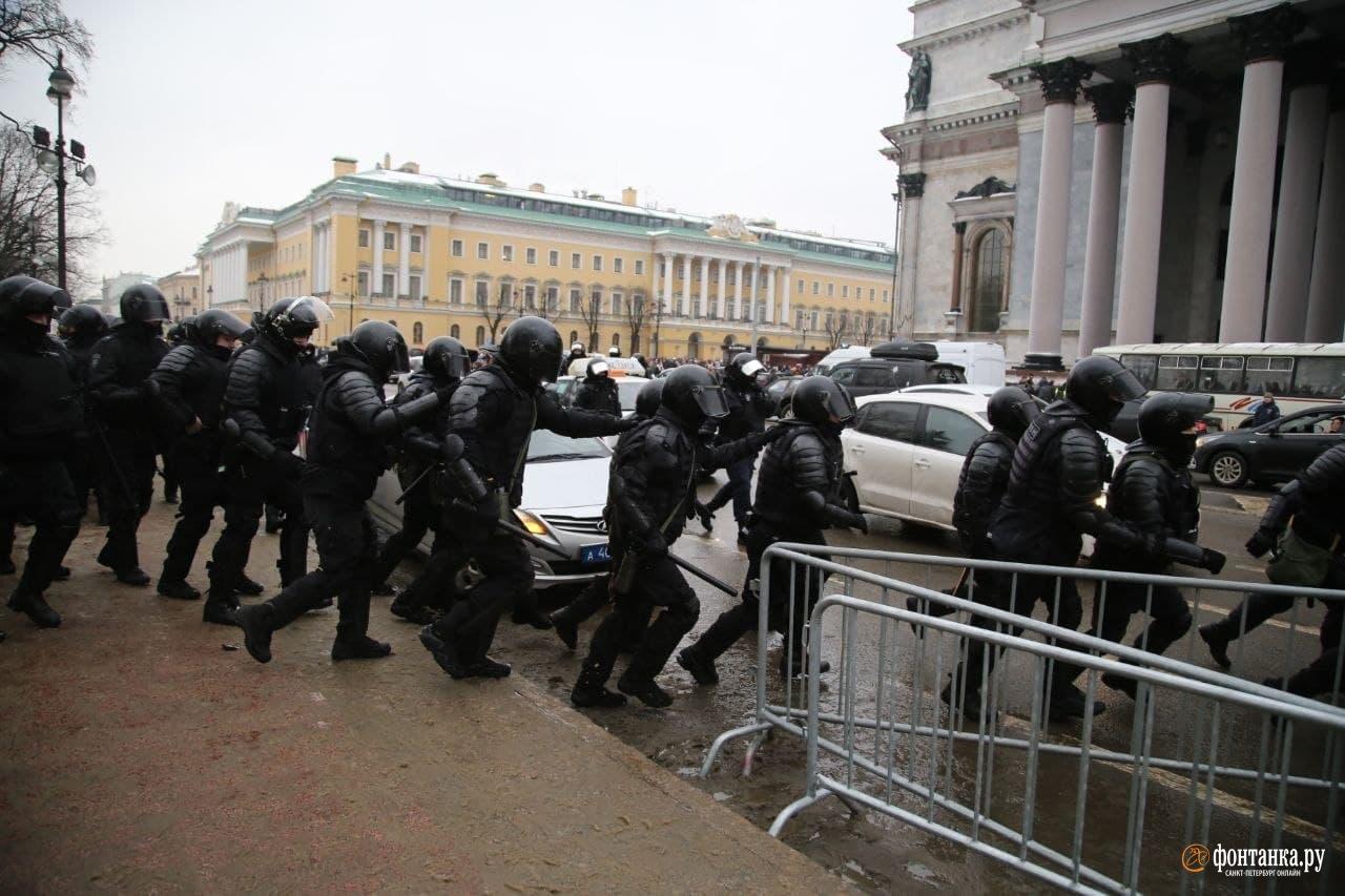 Начало задержаний у Исаакиевского собора в Петербурге