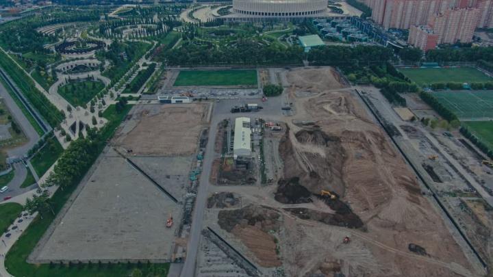 Демонтировали стадион и четыре футбольных поля. Краснодарский фотограф показал, как идет строительство новой очереди парка Галицкого