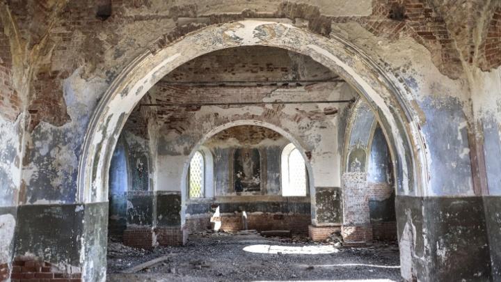 Разваливающуюся столетнюю церковь в Южно-Плетнёво власти пообещали спасти