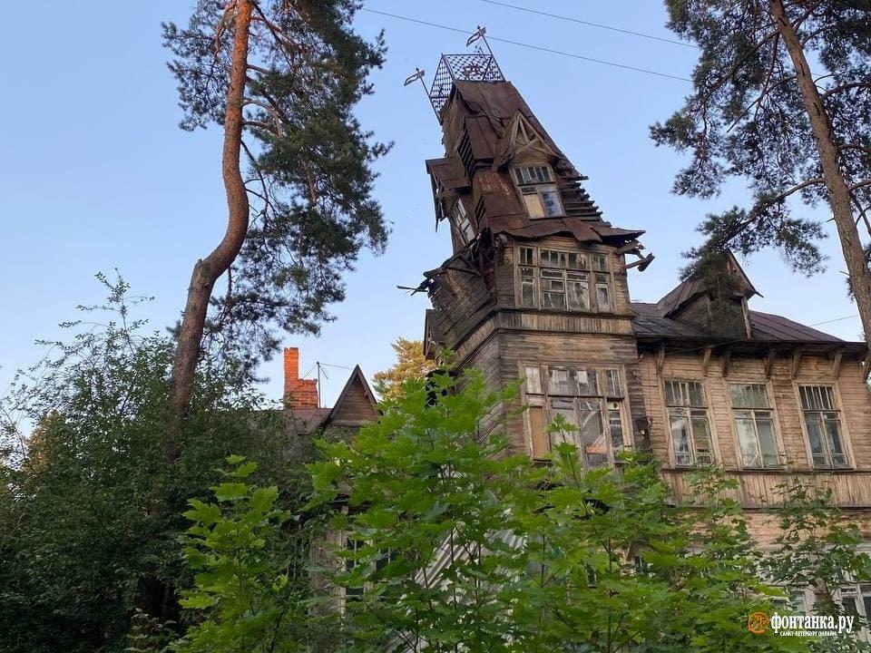 Башня дачи Кривдиной обрушилась в ночь на 31 июля 2021 года