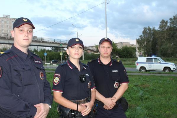 Женщину спасали прапорщик полиции Ирина Спирина, старший сержант полиции Сергей Копытов и сержант полиции Никита Бош