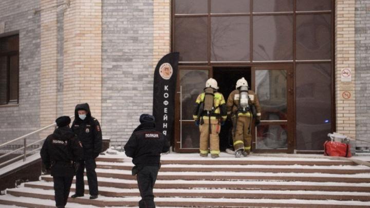 «Ниже 13-го этажа проводка выгорела всё под ноль»: фоторепортаж из офисного здания на Белинского