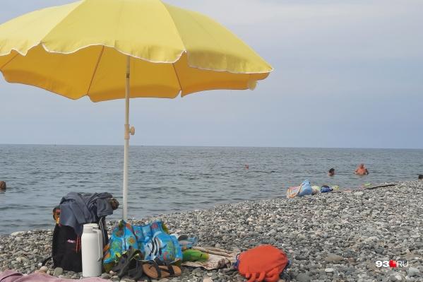 В моде нынче не оборудованные пляжи, а дикие. Не спросят сертификатов и дешевле