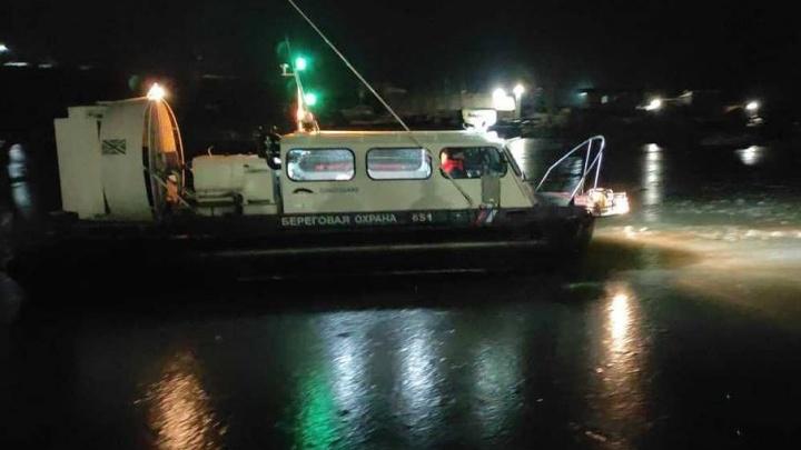 В Таганроге спасли 21 человека с оторвавшейся от берега льдины