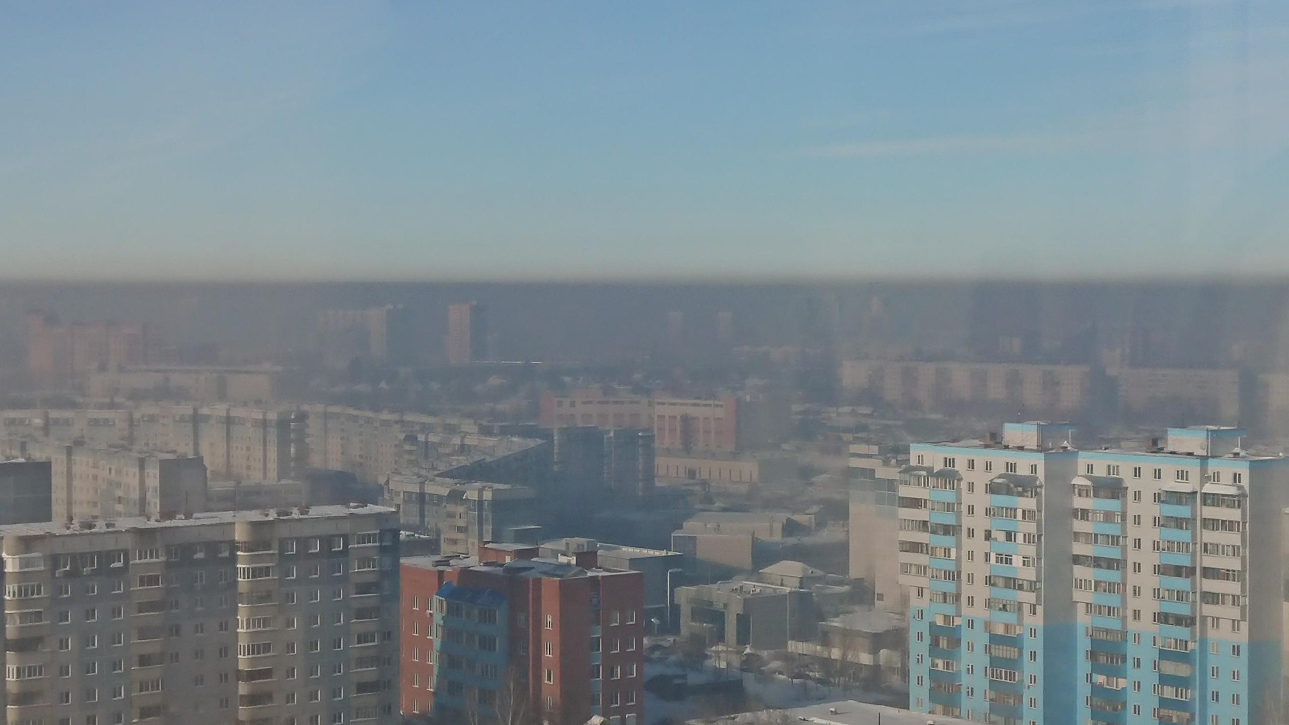 На снимке видно, что над городом повисла дымка